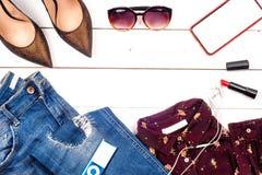 Frauenkleidungssatz und -Zubehör Lizenzfreie Stockbilder