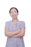 Frauenlächeln und oben schauen Lizenzfreie Stockfotos