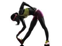Frauenläufer, der Schattenbild ausdehnt Stockfotos