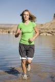 Frauenlack-läufer im Wasser Lizenzfreie Stockfotos