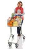 Frauenlebensmitteleinkaufen mit der Laufkatze lokalisiert Lizenzfreie Stockfotografie