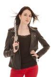 Frauenlederjacke-Gewehrhaar durchgebrannt lizenzfreie stockfotografie