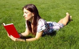 Frauenlesebuch Stockfoto