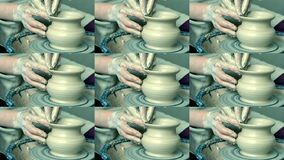 Frauenmädchen ihre Hände betiteln Wandkrug, sculpts aus Lehm auf Kreis heraus stock video