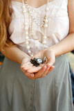 Frauenmädchenlocken-Haararme Lizenzfreies Stockfoto