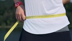 Frauenmaß-Taillenabschluß oben stock footage
