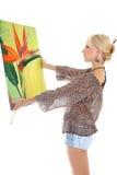 Frauenmaler mit ihrer Abbildung über Weiß Stockfotos