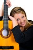 Frauenmusikgitarre stockfotografie