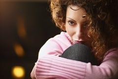 Frauennachsinnen über lizenzfreie stockbilder