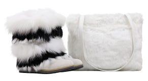 Frauenpelzmatten und Pelzschulterbeutel über Weiß lizenzfreie stockbilder