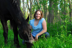 Frauenpferd und -wald Stockbilder