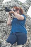 Frauenphotograph draußen stockfotos