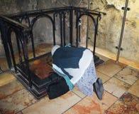 Frauenpilger in der Kirche des heiligen Grabes, Christus Grab, in der alten Stadt von Jerusalem, Israel stockfotos