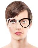 Frauenporträt des halben Mannes der Eyeweargläser halbes, Abnutzungsschauspiele Lizenzfreie Stockbilder