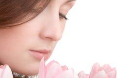 Frauenportrait mit Blumenstrauß von Lizenzfreie Stockfotos