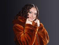 Frauenportraittragen Stockbilder