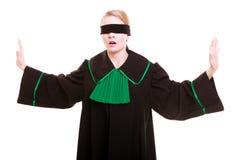 Frauenrechtsanwaltrechtsanwalt im polnischen schwarzen grünen Kleid mit Augenbinde Lizenzfreies Stockbild