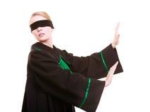 Frauenrechtsanwaltrechtsanwalt im polnischen schwarzen grünen Kleid mit Augenbinde Stockbild