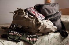 Frauenreisendausrüstung Stockfoto