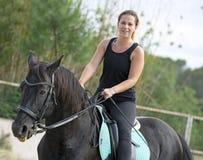 Frauenreiter und -pferd Lizenzfreie Stockfotografie