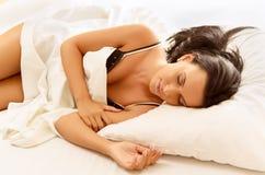 Frauenschlafen Stockfotografie