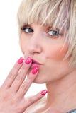 Frauenschönheitsportrait mit manicured Nägeln Lizenzfreies Stockfoto