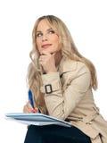 Frauenschreiben im Notizbuch Lizenzfreies Stockfoto