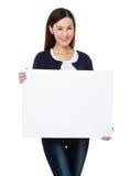 Frauenshow mit weißer Fahne Lizenzfreies Stockbild