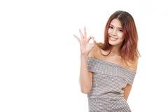 Frauenshowzustimmung, Vereinbarung, nehmend, positives Handzeichen an Stockfotografie