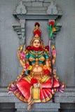 Frauenskulptur in einem hinduistischen Tempel Lizenzfreies Stockfoto