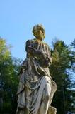 Frauenstatue in Peles-Schloss, Rumänien Stockfotografie