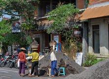 Frauenstraßenarbeiter Bali Indonesien Lizenzfreie Stockfotografie