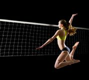 Frauenstrand-Volleyballspieler mit Nettoversion lizenzfreies stockfoto