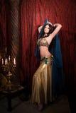 Frauentanzen-Bauchtanz mit Schal Ästhetisch vom Osten Stockbild