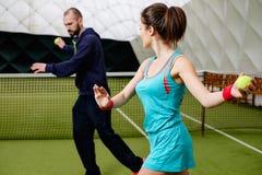 Frauentennisspieler und ihr Trainer Lizenzfreie Stockbilder
