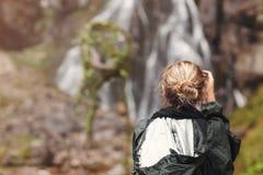 Frauentourist oder -photograph, die Foto machen lizenzfreie stockfotos