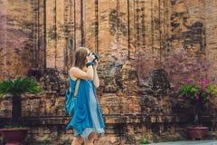 Frauentourist in Vietnam Cham Tovers PO Nagar Asien-Reise conc lizenzfreie stockfotografie