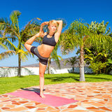 Frauentrainings-Yoga natarajasana Lizenzfreies Stockfoto