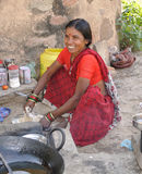 Frauenverkäufe im Dorf India.jpg Stockfoto