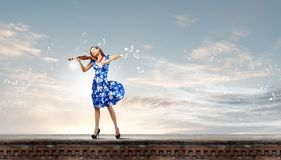 Frauenviolinist Stockfotos