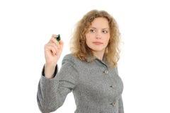 Frauenzeichnung etwas auf Bildschirm mit einer Feder Lizenzfreies Stockfoto