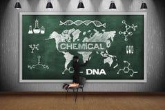 Frauenzeichnungs-Chemikalienkonzept Lizenzfreie Stockfotos