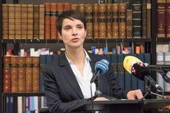 Frauke Petry die bij de Bibliotheek van conservatisme in Berlijn in December 2017 spreken stock foto's