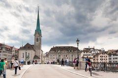 Fraumà ¼ nster Kościelny wierza od Mà ¼ nsterbrà ¼ cke, Zà ¼ bogactwo, Switze Fotografia Stock
