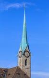 Fraumunster大教堂的钟楼在瑞士苏黎士 免版税库存图片