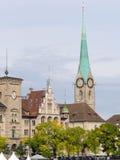 Fraumunster教会和Stadthaus 库存图片