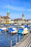 Fraumunster e St Peter Church em Zurique, Suíça fotos de stock royalty free