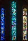 Fraumunster kyrka målad målat glass Zurich Schweiz arkivfoto