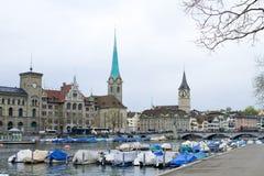 Fraumunster och St Peter Kirche Of Zurich royaltyfri foto