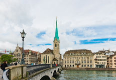 Fraumunster torn i Zurich Fraumunster kyrka, från XIII centu Royaltyfria Bilder